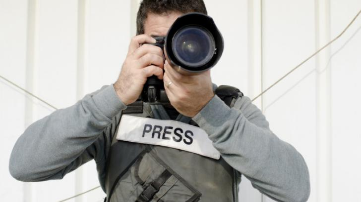 Where can an independent photographer hire queue?picc
